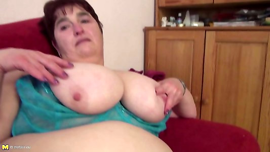 Xxl mature mama in thick mama&039;s building