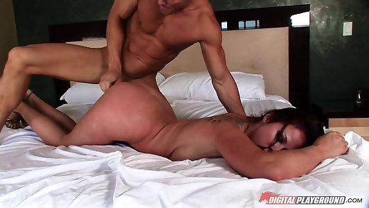 Gianna Michaels & Johnny Sins in Masturbates Good-sized Tit Show 09, Sequence Five