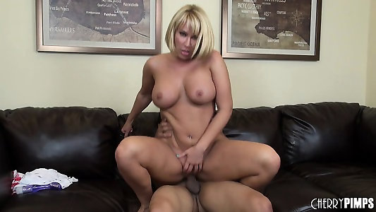Gigantic breasted towheaded mommy Mellanie Monroe is longing for a hard pounding