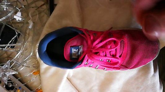 Jizz on rosy Nike Free