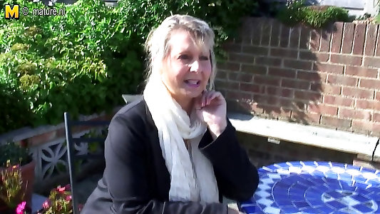 Meaty titted inexperienced grandmother wank in the garden