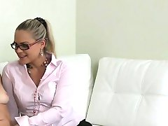 Pretty amateur licks female agent on casting