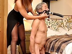 Mistress Carly pleasures herself on the bed until her slave arrives with the dildo mask! Then ready and willing she pushes her ass in the air and ordered him to fuck her pussy and lick it clean