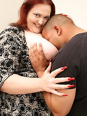Large woman having her pussy black guy plugged