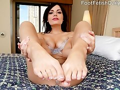 Alexis caught her boyfriend Kurt looking at other girls feet, and she is upset. She never lets...
