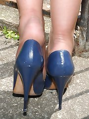 Stiletto Girl Lynsey is flashing her shiny nylon legs and high blue stiletto heels