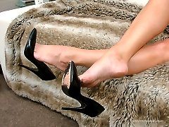 Melinda shows her sexy bare legs for her many admirers. She likes nothing better than to slip her slim foot into a good high pair of stilettos and then open her legs as she beckons her gentleman to come to her