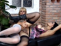 Kinky shemale giving a nice blowjob for the start of a sizzling intercourse