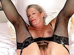 Hot GILF in stockings spreads wide