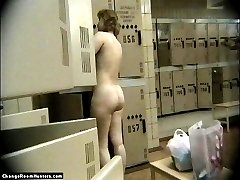 Fuckable blonde gets rid of nylon in changeroom