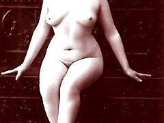 Vintage chicks posing