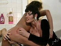 Jeanna Supreme finger fucking 2 lesbian sluts