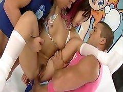Katsumi se prend trois bites dans ses trous