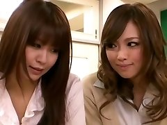 Cachonda chica Asiática Seduce Maestro Lesbianas