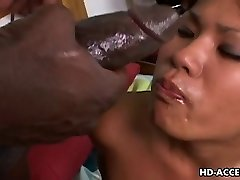 Asiático azada Kyanna Lee sexo interracial