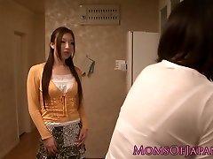 gospodinele japoneze sex oral in bucatarie