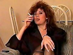 Classique du début des années 90 fumeurs, avec de grands cheveux, parfait.
