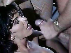 Anna Malle - Brunette baisée dans le Bar