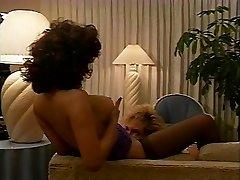 MamsTheWord (Scène Lesbienne 2) (Victoria Paris & Leanna Foxxx)