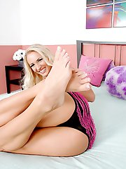Blond babe shows off her cute smile and her suckable toes
