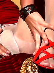 Kitty worships her feet and vag