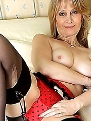 Horny MILF showing off her rocking body