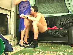 Sweltering mom massaging her pussy while giving worker�s cock great workout