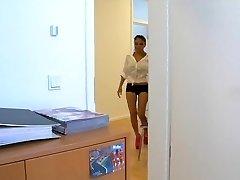 Ázsia Schlampe Kim wird bei der Arbeit gefickt
