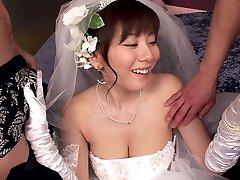 Itt Cums A Menyasszony