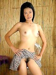 Nubile Manila school girl Zandra strips her uniform