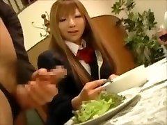 CFNM - Japonské bohaté dívky, mučení mužské otroky na večeři