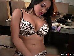 Real Curvy Asian�s Wailing Orgasm