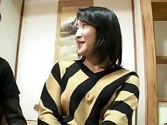 44yr elder Japanese Mom Squirts and Creampied (Uncensored)