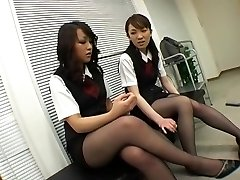Asiatique En Collants Noirs Femdom