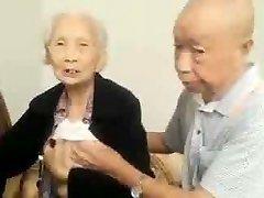 אסיה לזוג מבוגר יותר