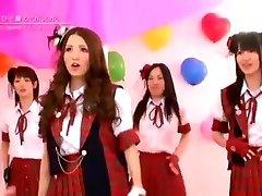 יפנית עירומה בנות הלהקה