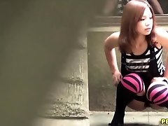 Japanese hoe pee squats