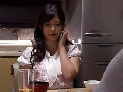 אשתי התחיל רומן .... מסוגל לעשות ללא פחד ותסכול של קשר הנישואין זה מקורר מספיק כדי לתקן את גם יפה בת גיסה של רמאות מטורף לחסל ולנקות, אחרים לא מקל. Nozomi סאטו Haruka