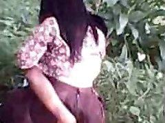 indonezija - cewek jilbab ngentot na prostem