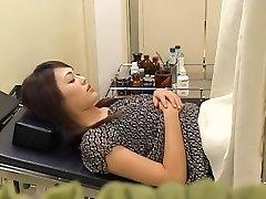 Szép szőrös Japán széles rábaszik a nőgyógyász