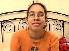amatőr - aranyos ázsiai szemüveges tini baszva & arc