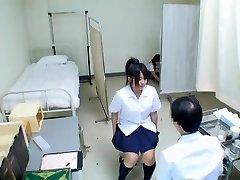 Srčkan Jap teen je njeno zdravstveno izpit in dobi nepokrite