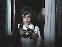 שתי נקבות מרגלים עם פרחוניות התחתונים (1979) סרט מלא