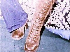 Linda Lovelace 8mm Loop - Open puss, insert foot!