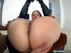 Look her juicy round ass