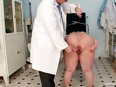 Big tits meaty mom Rosana gyno doctor examination