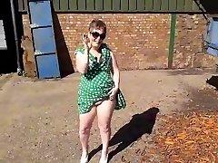 Amateur grannie public flash 1