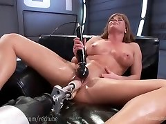 Ariel X�s Perfect Body And Tear Up Machines