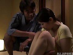 Vroče Asian milf Asami Nanase daje obraz prekleto