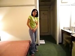 Pattaya maid screws a party guy in her motel to get a peak